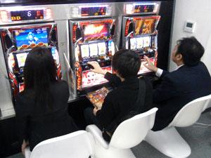 展示会速報ダブルATが絡み合うシリーズ最新機「ドラゴンギャル」が登場(SNKプレイモア)