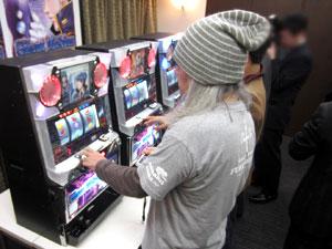 展示会速報高獲得枚数のボーナス+ARTを搭載した「サイレントメビウス」発表(大阪岡崎)